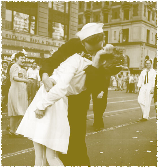 worldwar2kiss.jpg